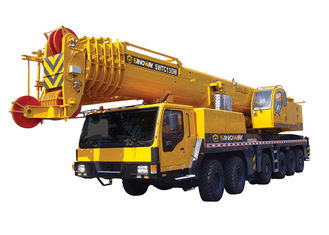 130 Ton Hydraulic Mobile Crane 80km/H For Construction And Engineering